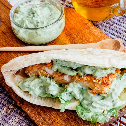 Pescado frito con crema de aguacate - Pescados y Mariscos Angelito