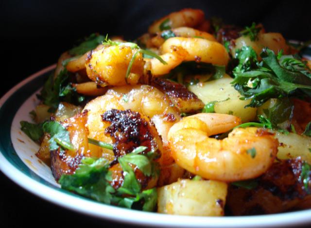 Una de las mejores recetas de pescado y marisco para Navidades: lubina cocida con verduras y gambas - Pescados y Mariscos Angelito